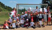 Mega-Sport-Events der KiTa Bremt am 12. Juli 2018 - Kinder zeigen stolz Ihre Urkunden