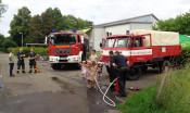 Feuerwehrkräfte und -wägen beim Feuerwehrtag