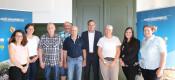 Bild: v.l. Franziska Gerwig, Kerstin Kaiser, Heinz Engler, Rolf Tirold, Hansjürgen Deiß, Bürgermeister Dirk Harscher, Angela Kiefer, Sina Meurkes, Mihane Ukaj