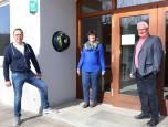 Rudi Wasmer, Eva Brutschin, Ino Hodapp bei der Vorstellung eines Defibrilators