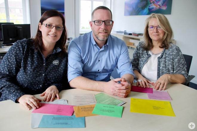 Wahlleiterin Daniela Wieburg, Marcus Krispin (Presse- und Öffentlichkeitsarbeit), Anja Becker-Nikolai (FG-Leitung)